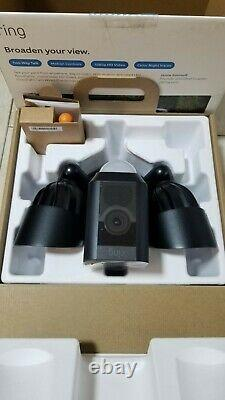 Ring Floodflight Cam Wired Plus 1080p Caméra De Projecteur Extérieur Noir